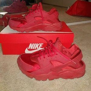 Nike Air Huaraches Red