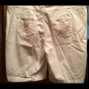 JMS Size 22W White Shorts with Embroidered Pockets