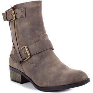 Pull on Chinese Laundry boots