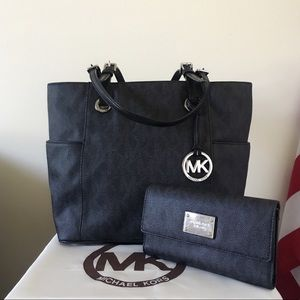 Michael Kors jet Set Tote With Wallet