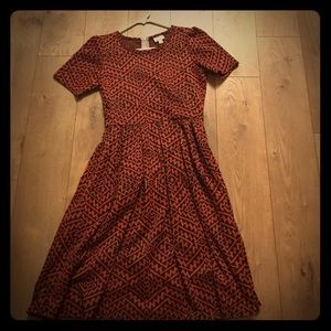 This is a beautiful LuLaRoe dress size small.