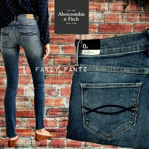 NWT Abercrombie A&F Straight Mid Rise stretch jean