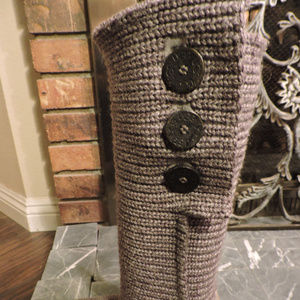 UGG GRAY CARDY BOOTS ~ sz.7 ~ LOGO BUTTONS / LABEL