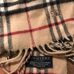 Burberry scarf authentic 100%