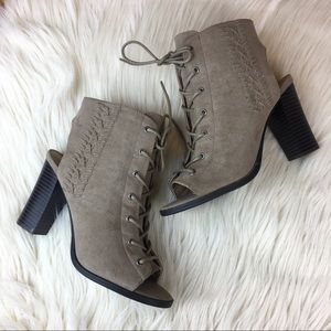 Lace Up Heeled Booties Open Toe Women's Size 7 Tan