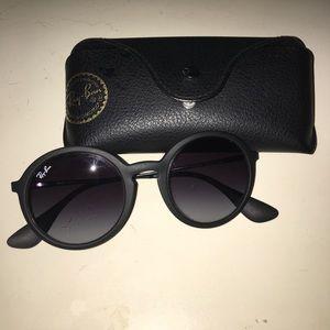 Round black matte Ray Ban sunglasses