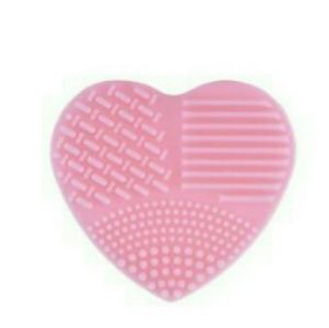 Brand new pink heart makeup brush cleaner