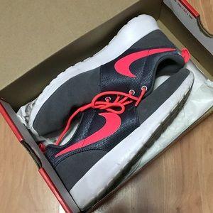 Nike Roshe Shoes Size 4y