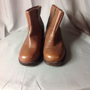 VERY VOLATILE COGNAC PEBBLED LEATHER BOOTE sz 8.5