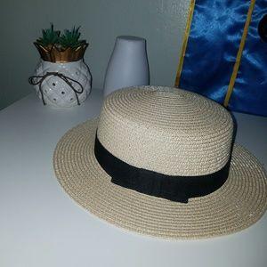 Trendy Round Straw Hat !