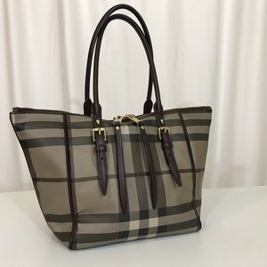 BURBERRY TOTE IN SMOKE COLOR
