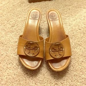 Amazing condition Tory Burch slide on wedges 7.5