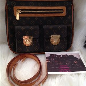 Authentic Louis vuitton Hudson GM crossbody