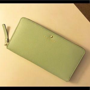 Kate Spade Wallet - Mint Green 🦄