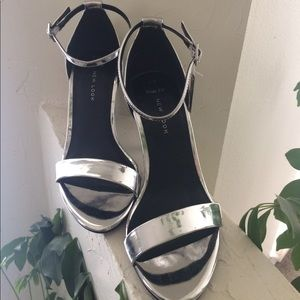 💫NWT💫 ASOS Wide Fit Silver Heels Size 7