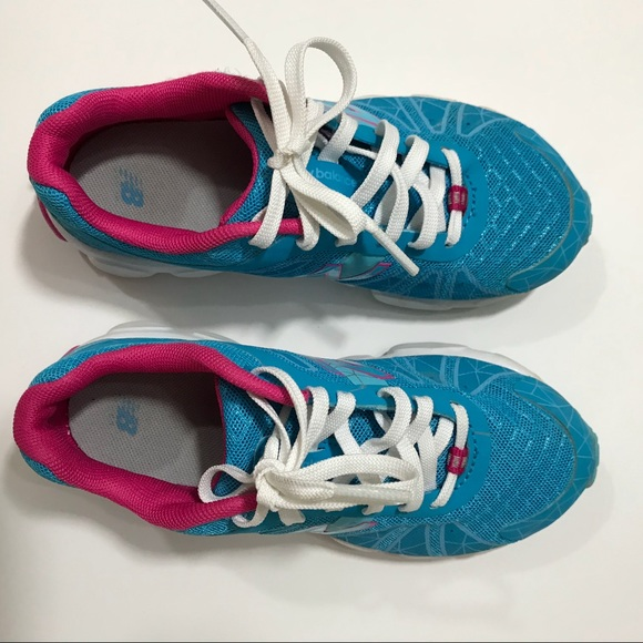 Girls Tennis Shoe Sz 2 Euc   Poshmark