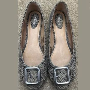 FOSSIL SNAKESKIN LEATHER SILVER BUCKLE FLATS  8.5