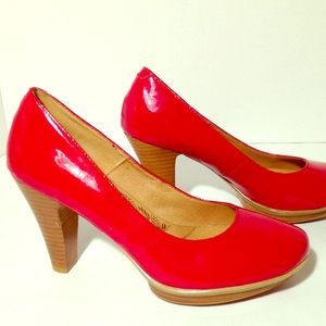 Sofft Ramona red patent leather pumps in size 8.