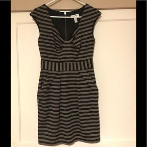 Striped business dress with pockets