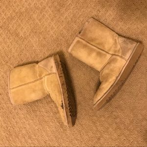 Uggs Classic Short Boot in Sand