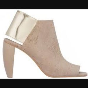 Sydney Brown metalic wooden heeled shoe