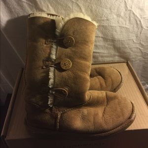 Brown Uggs size girls 4 but women's 6