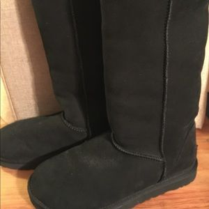 Ugg Sheepskin Boots Black