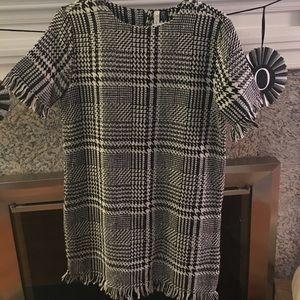 Black/white knee length dress