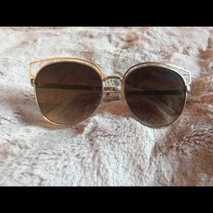 Very cute sunglasses! They flatter all face shapes