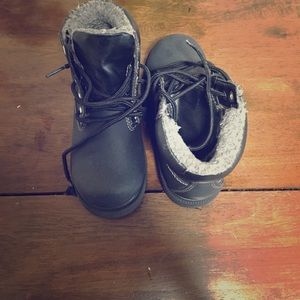 Shoes - Little boys winter boots