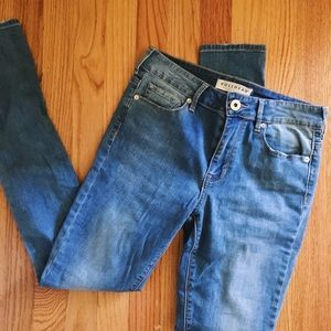 Bull head high rise skinny size 3 color faded