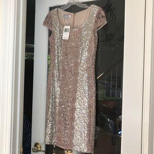 Kay Unger - Lace Trimmed Sequin Dress