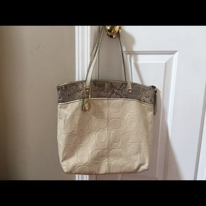 Gorgeous Coach shoulder tote/bag.purse :)