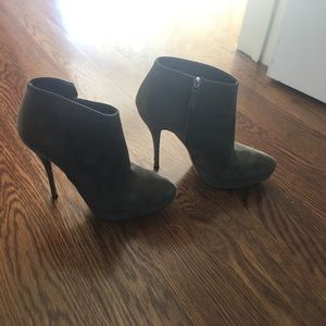 Gucci olive suede booties