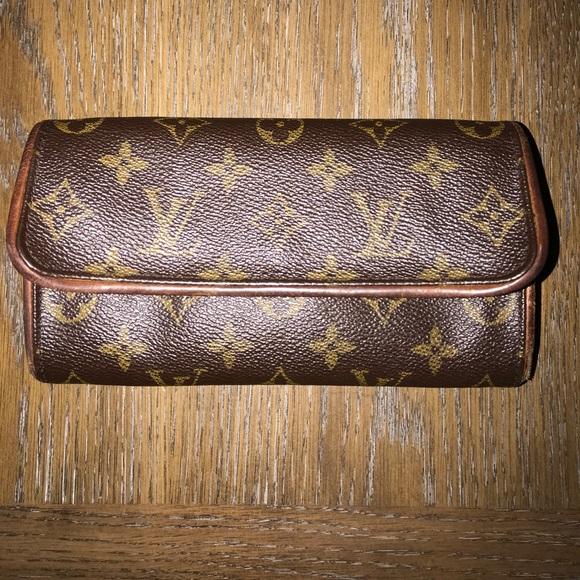 56c5ad1c83fd Louis Vuitton Accessories - Authentic Louis Vuitton Fanny pack 4in X 7in 🔥