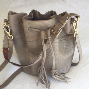 Gigi New York Jenn bucket bag
