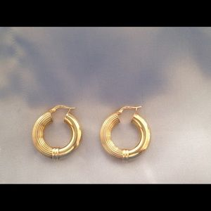 Vintage 14K Italy UnoAerre Hallmarked Earrings.