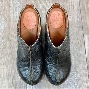 Gee Wawa Embossed Platform Slip On Shoes Size 8