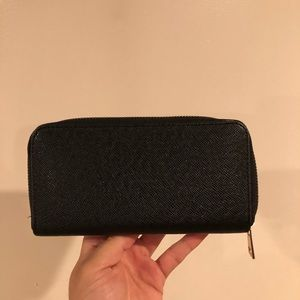 Forever 21 faux leather zip wallet