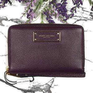 Marc Jacobs Too Hot To Handle Phone Wristlet Fig
