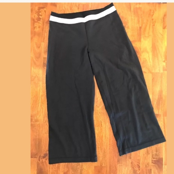 2db73a4e8 lululemon athletica Pants - Lululemon Wide leg gaucho crop pant mesh groove