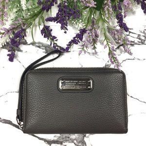 Marc Jacobs New Q Wingman Leather Wristlet Wallet