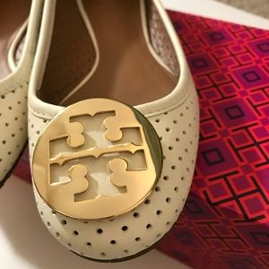 dd778eeca15389 Tory Burch Shoes - Tory Burch Ivory Gold logo Perforated Reva ballet