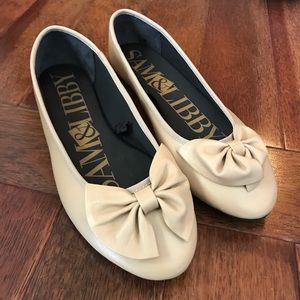 NWOT SAM AND LIBBY BOW FLATS