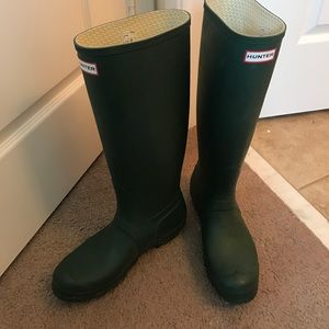 Hunter boots MUST GO!!