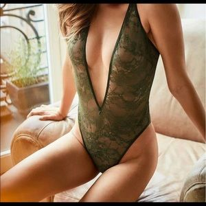 ✨Victoria's Secret Lace V Bodysuit
