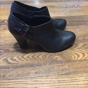 Brand new White Mountain black shoe boot