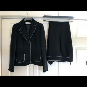 Size 6 navy Tahari pant suit with white trim.