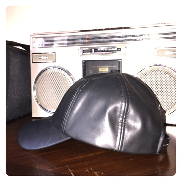 e38b0e7f183 Wilfred Free - Vegan Leather Emesa Hat. M 59e63cc3291a357bda04af77