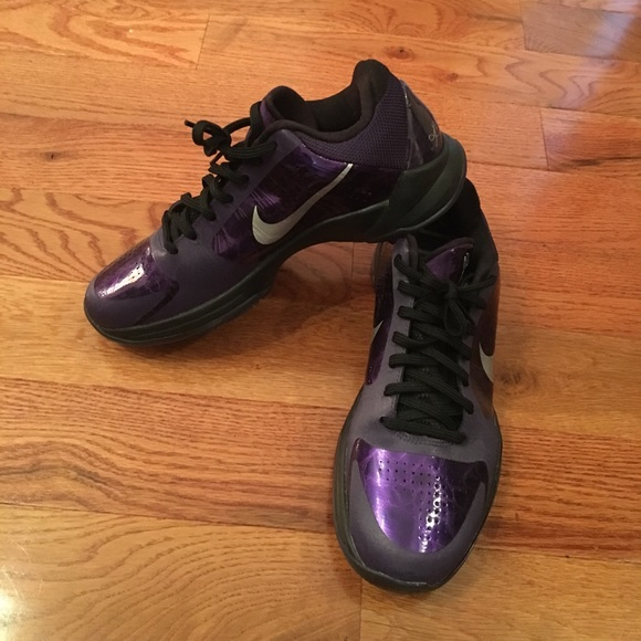 18ccf786f9fc Nike Kobe Bryant purple sneakers. M 59e63e3856b2d6e88c049eda